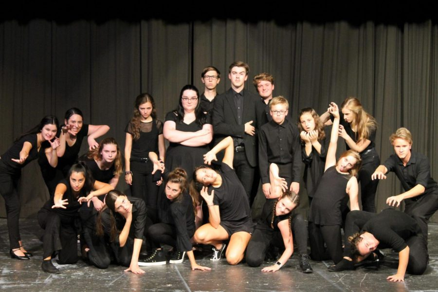 The+cast+of+The+Addams+Family+in+the+Dubuque+Senior+Theatre+Cabaret