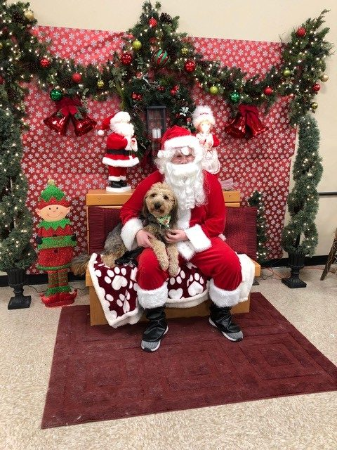The+reporter%27s+dog%2C+Asher%2C+poses+for+a+picture+with+Santa